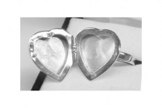 heart-locket-open