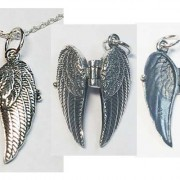SS Winged Locket w/Puppy Paw®